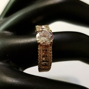 Four Claw Zircon Ring, Rose Gold color, Size 8